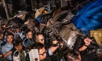 """Overnight Scuffles as Hong Kong Protesters Continue """"Fight"""" for Democracy"""
