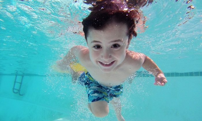 Stock image of a child in a swimming pool. (Adrit1/Pixabay)