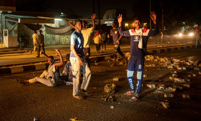 Sudanese protesters make a barricade on a road during their protest calling for the civilian goverment in Omdurman, the twin city of Khartoum, on June 22, 2019.(Yasuyoshi Chiba/AFP/Getty Images)