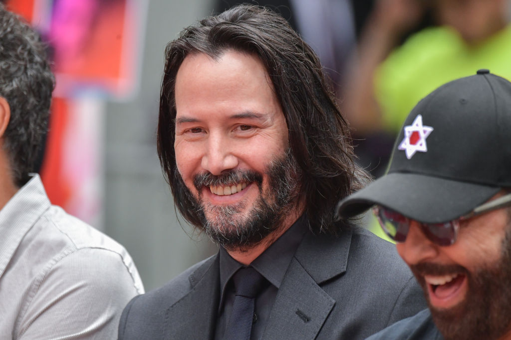 Keanu Reeves Sports Clean-Shaven Face on 'Bill & Ted' Set