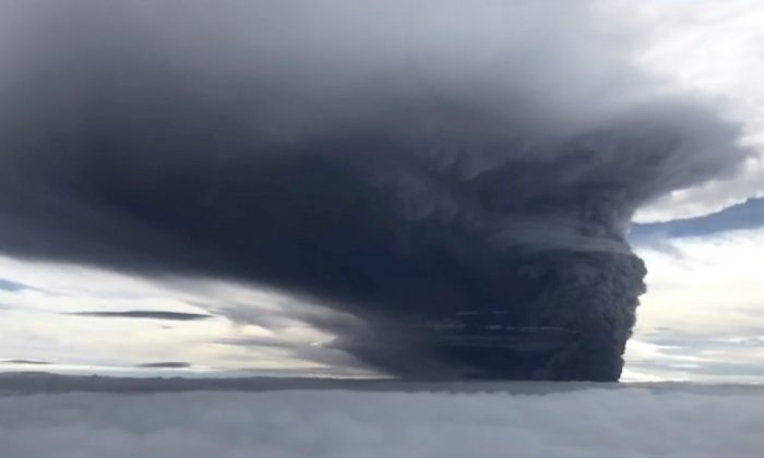 Ash billows from Mount Ulawun during a volcanic eruption, West New Britain, Papua New Guinea on June 26, 2019. (Eroli Tamara via Reuters)