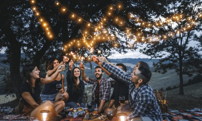 Over the last decade, several studies have found that those who routinely count their blessings are overall happier and experience less depression. (ONCHUNCH/SHUTTERSTOCK)