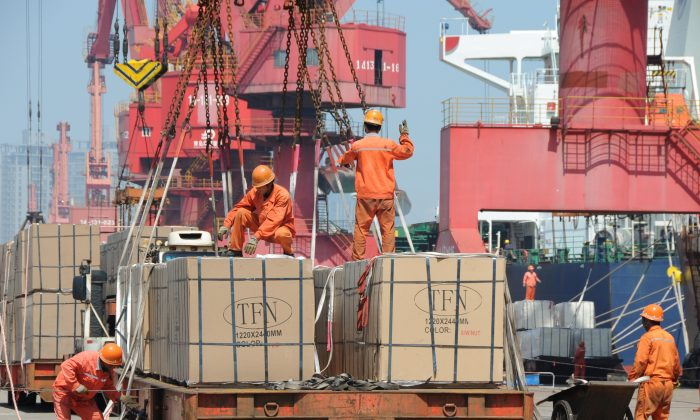 Workers load goods for export onto a crane at a port in Lianyungang City, Jiangsu Province, China, on June 7, 2019. (REUTERS/Stringer)