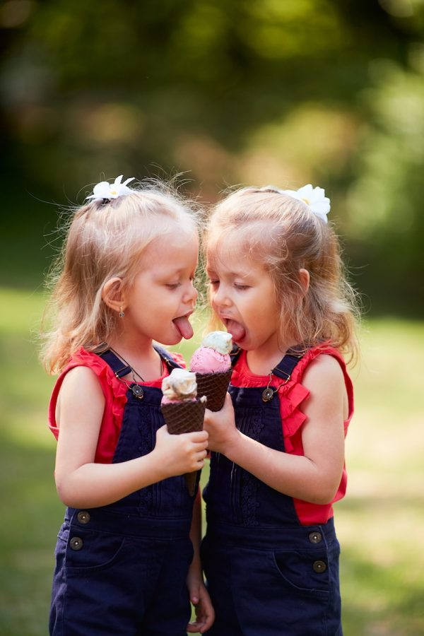 The twins girl eating ice creams. (Shutterstock)