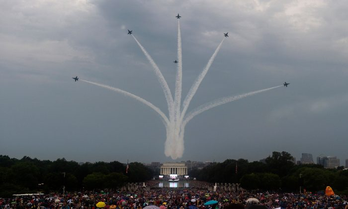 "The Blue Angels (six F-18s) fly overhead as people gather on the National Mall for the ""Salute to America"" Fourth of July event with US President Donald Trump at the Lincoln Memorial in Washington, DC, July 4, 2019.  ANDREW CABALLERO-REYNOLDS/AFP/Getty Images"