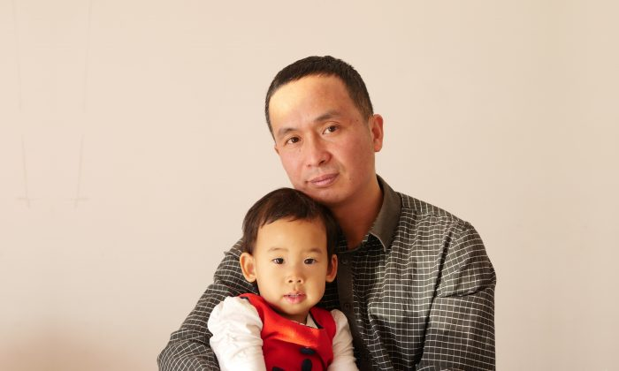 Xie Yanyi and his daughter in a recent undated photo. (The Epoch Times)