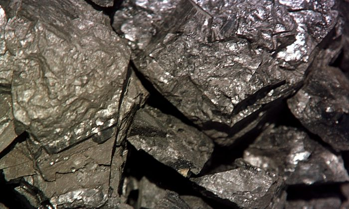 A close up view of low emission coal Apr. 15, 2001 from the Black Butte Coal mine near Rawlins, WY.(Michael Smith/Newsmakers)