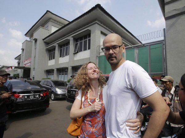 Neil Bantleman, right, hugs his wife Tracy, left, after he was released from Cipinang prison in Jakarta, Indonesia on Aug.14, 2015. (AP, Achmad Ibrahim/The Canadian Press)
