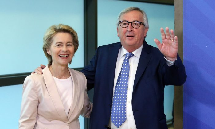 Outgoing president of the European Commission Jean-Claude Juncker (R) meets with German Defense Minister Ursula von der Leyen in Brussels on July 4, 2019. (François Walschaerts/ AFP)