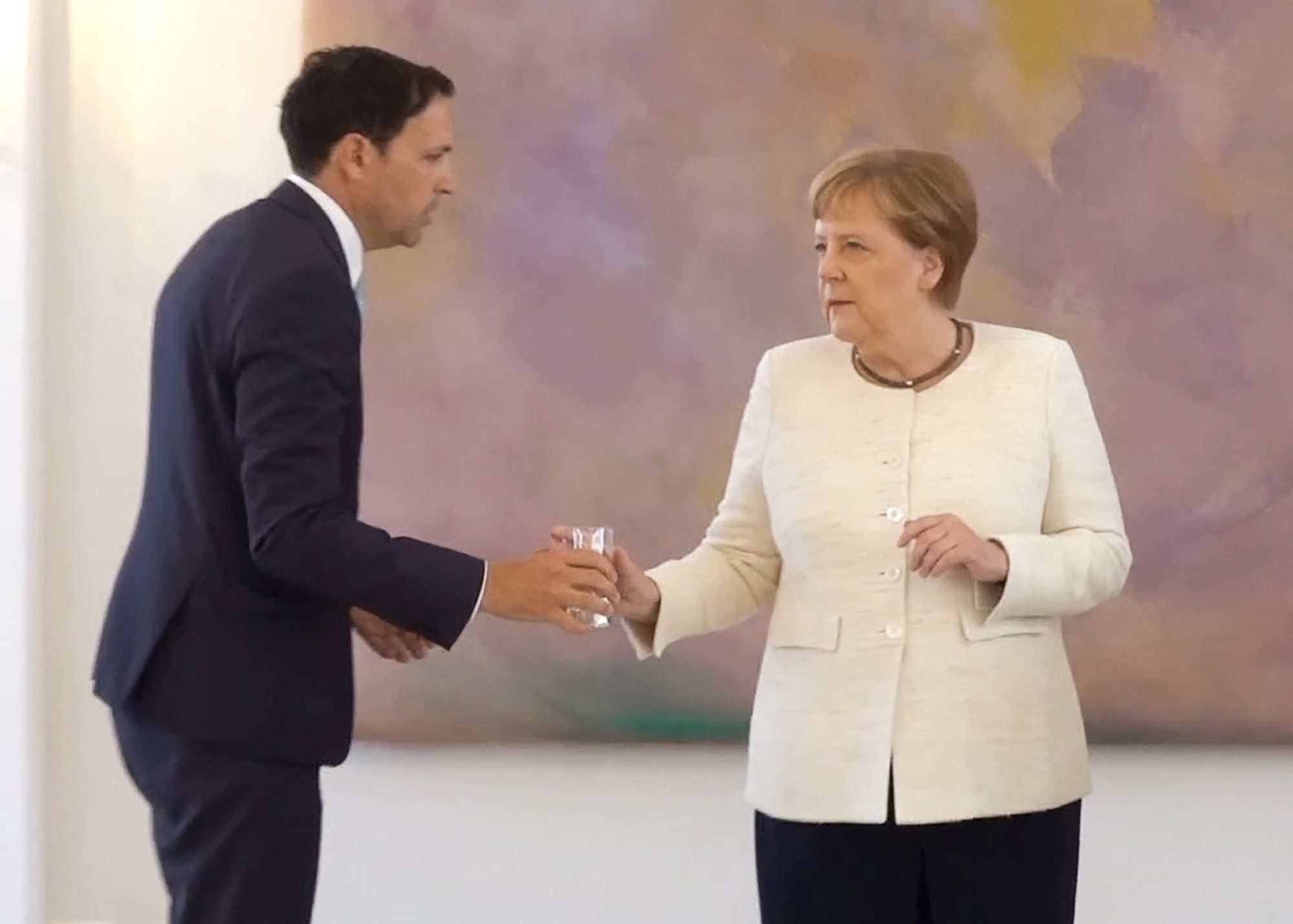 Doctor Weighs In on Possible Cause of Merkel's Shaking