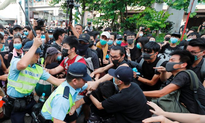 Police try to disperse pro-democracy activists after a march at Sheung Shui, a city border town in Hong Kong, China on July 13, 2019. (Tyrone Siu/Reuters)