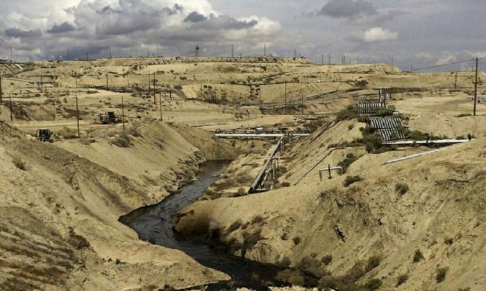 Oil flows at a Chevron oil field in Kern County, Calif. Nearly 800,000 gallons of oil and water has seeped from the ground since May. (California Deptartment of Fish and Wildlife's Office of Spill Prevention and Response via AP)