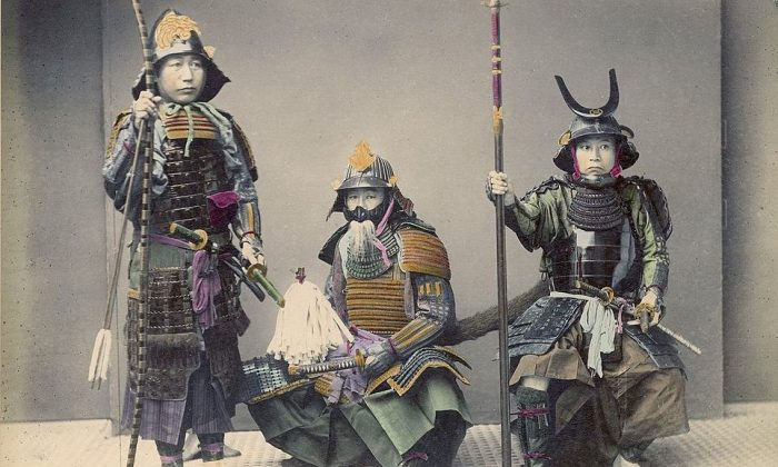 A photo of samurai in armor by Kusakabe Kimbei. (Public domain)