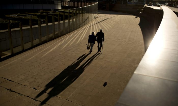 An elderly couple walks past the Berlaymont building, the European Commission headquarters, in Brussels on Sept. 27, 2018.  (Francisco Seco/AP Photo)