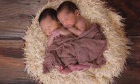 VIDEO: Newborn Twins Hugging During Bath After Birth Goes Viral, Garners 50M Views