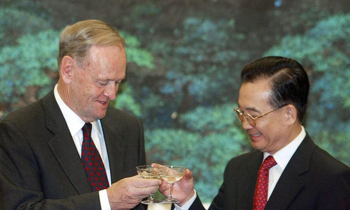 Then-Canadian Prime Minister Jean Chretien and Chinese Premier Wen Jiabao toast each other following a signing ceremony on Oct. 22, 2003. (Frederic J. Brown/AFP/Getty Images)