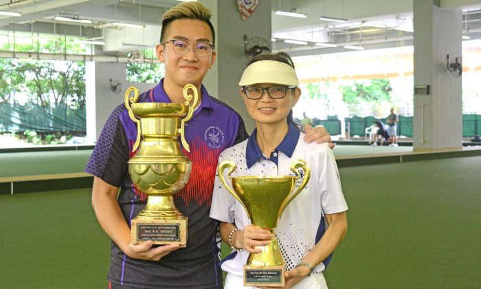(L-R) Craigengower Cricket Club bowler Jordi Lo and Shirley Ma from Hong Kong Football Club display their National Indoor Singles trophies after defeating their opponents in the finals last Saturday, July 13. (Stephanie Worth)