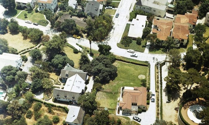 An aerial view of the home of Leno and Rosemary LaBianca in the Los Feliz district of Los Angeles, on Aug. 13, 1969. (AP Photo)