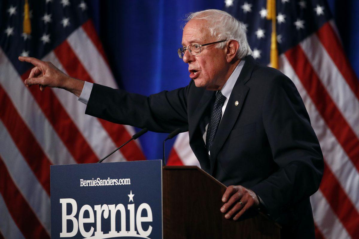 Elizabeth Warren energizes New Hampshire Dems, as Bernie Sanders looks on