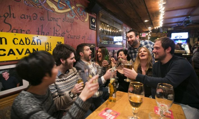 People enjoy drinks, in this file photo. (Samira Bouaou/Epoch Times)