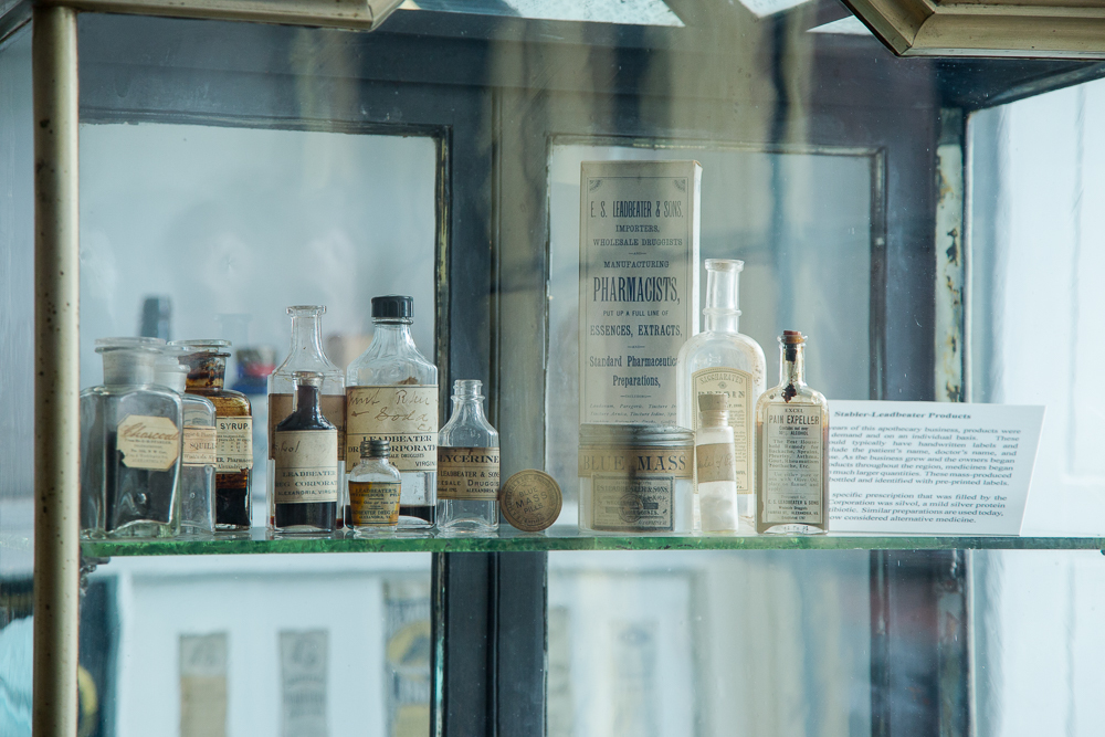 Apothecary_Glass_Case_CREDIT_K_Summerer_for_Visit_Alexandria