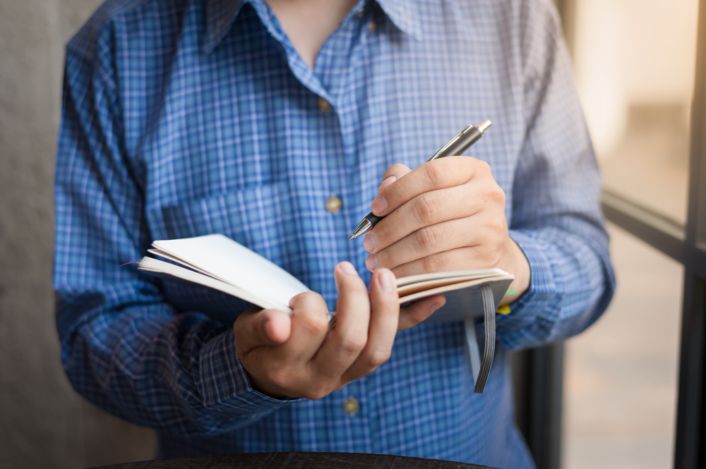 What Being Left-Handed Means About Your Personality? Here Are 5 Facts You Might Not Know