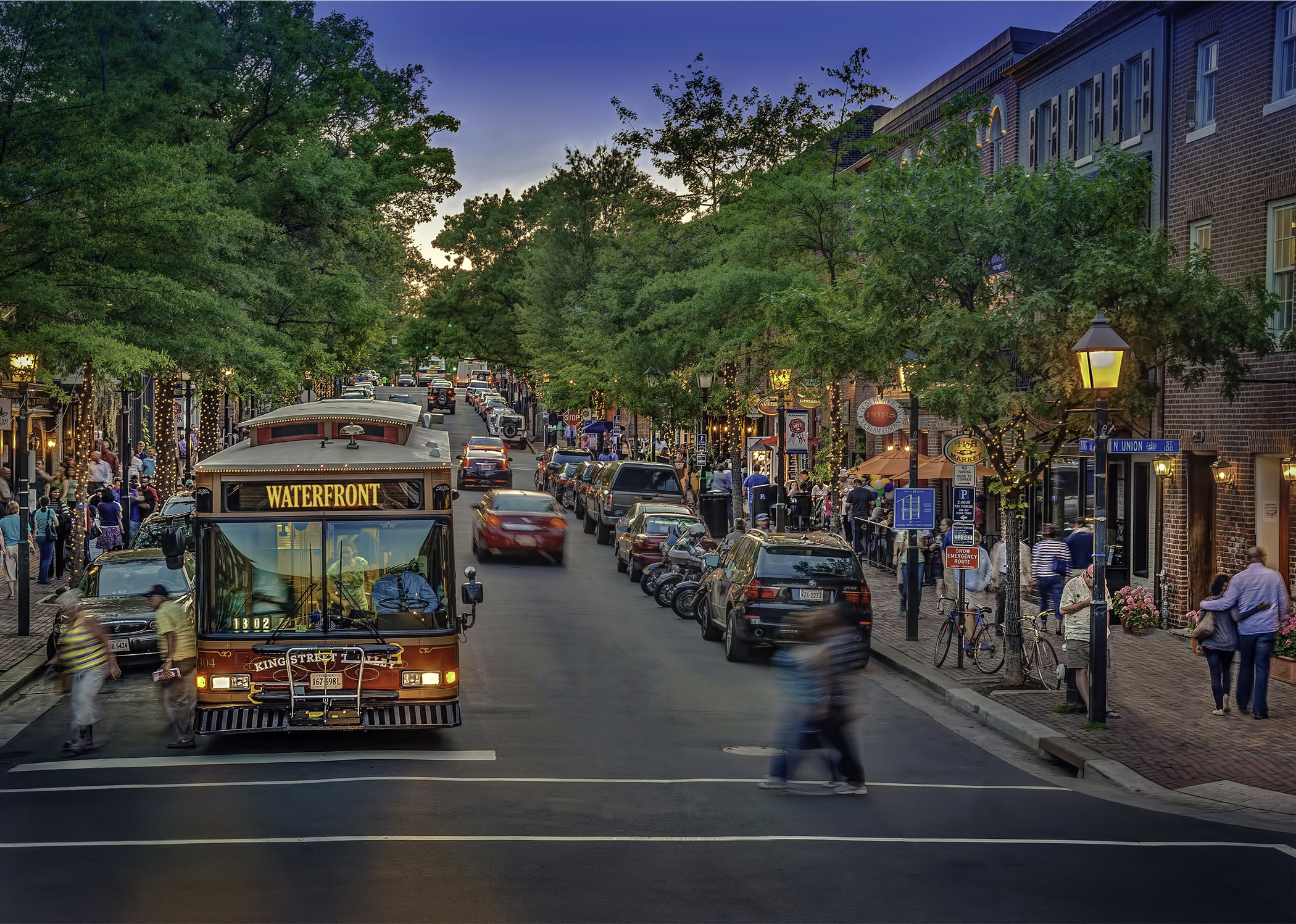 King_St_w_Trolley_CREDIT_R_Kennedy_for_Visit_Alexandria_Waterfront