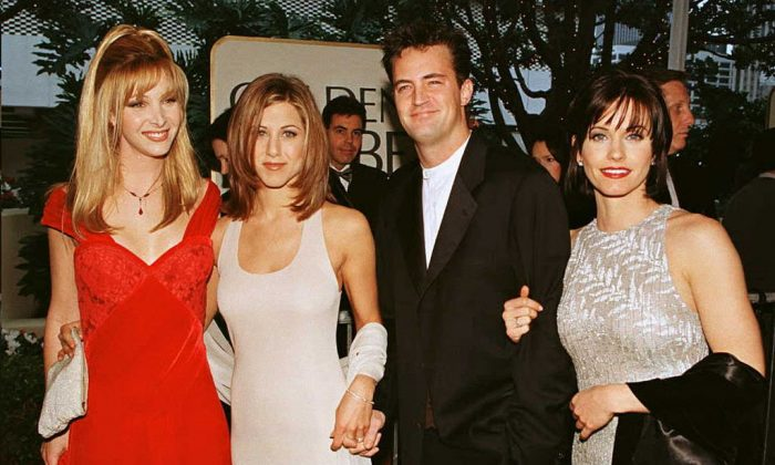 """The cast of the hit U.S. TV show """"Friends"""" from L to R: Lisa Kudrow, Jennifer Aniston, Matthew Perry and Courteney Cox pose for photographers as they arrive for the 53rd Annual Golden Globe Awards in Beverly Hills, Calif., on Jan. 21, 1996. (Mike Nelson/AFP/Getty Images)"""