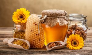 The Health Benefits of Bee Pollen and Royal Jelly
