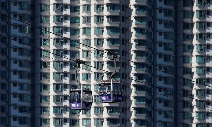 Cable cars move past residential flats at Lantau island in Hong Kong, China on May 30, 2018. (Bobby Yip/Reuters)