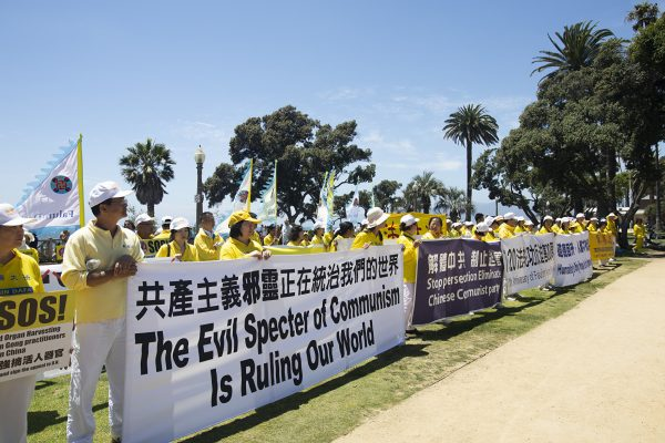 Falun Gong practitioners call for the end of the persecution