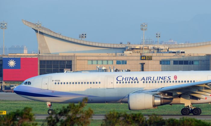 A China Airlines' plane taxis to the runway at Taoyuan International Airport on September 28, 2010. (SAM YEH/AFP/Getty Images)