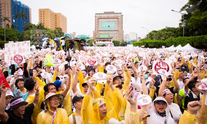 Protesters stage a rally against pro-Beijing Taiwanese media in Taipei, Taiwan, on June 23, 2019. (Chen Po-chou/The Epoch Times)