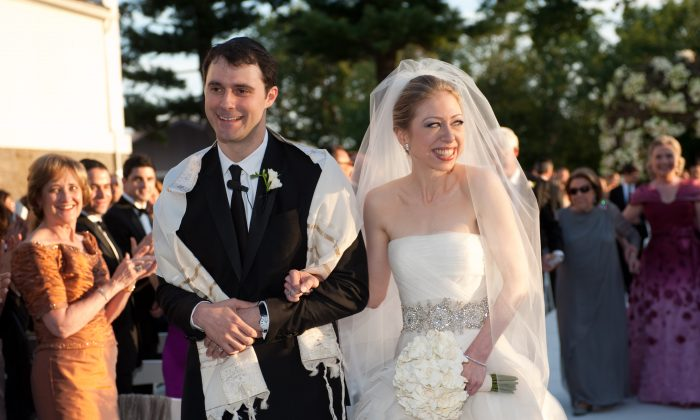 Chelsea Clinton (R) weds Marc Mezvinsky at the Astor Courts Estate in Rhinebeck, N.Y., on July 31, 2010. (Genevieve de Manio via Getty Images)