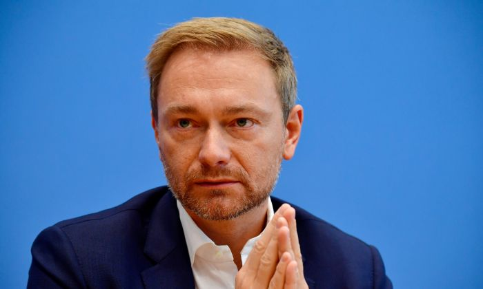 Christian Lindner, leader of Germany's free democratic FDP party, gives a statement in Berlin, on October 15, 2018. (TOBIAS SCHWARZ/AFP/Getty Images)