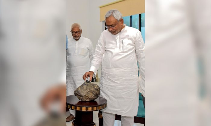 Bihar Chief minister Nitish Kumar inspects a suspected meteorite brought to the Patna museum in Bihar, India, on July 24, 2019. (STR/AFP/Getty Images)