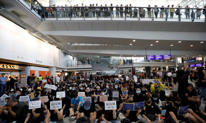 Protesters and members of the aviation industry stage a protest against the recent violence in Yuen Long, at Hong Kong airport, on July 26, 2019. (Edgar Su/Reuters)