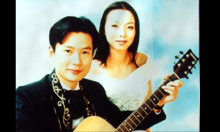 Li Jingsheng and his wife Wan Yu when they performed together in the late 1990s. (Minghui.org)