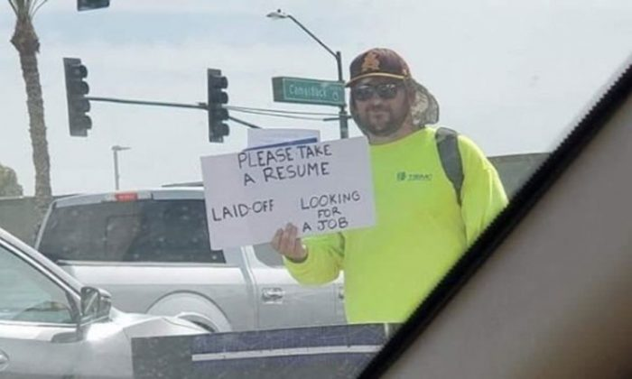 Melissa DiGianfilippo took this photo of Patrick Hoagland while he was looking for a job in Phoenix. (Twitter/@MelissaPR)