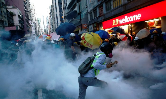 Demonstrators clash with police during a protest against police violence during previous marches, near China's Liaison Office, Hong Kong, China July 28, 2019. (Reuters/Edgar Su)