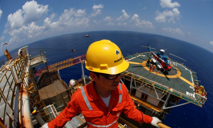 A Rosneft Vietnam employee looks on at the Lan Tay gas platform in the South China Sea off the coast of Vung Tau, Vietnam on April 29, 2018. (Maxim Shemetov/Reuters)