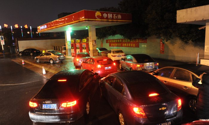 A crowded gas station in China. (STR/AFP/Getty Images)