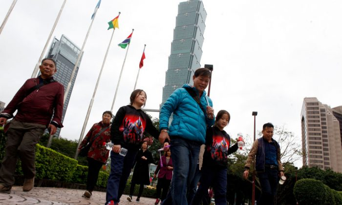 Mainland Chinese tourists visit the area outside the Taipei 101 building (back C) in Taipei on Dec. 27, 2018. (Hsu Tsun-hsu/AFP/Getty Images)