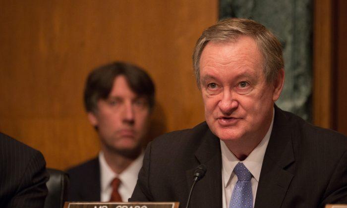 U.S. Sen. Senator Mike Crapo (R-ID) speaks at a Senate Banking Committee and International Policy hearing in Washington, on May 18, 2017. (Tasos Katopodis/Getty Images)