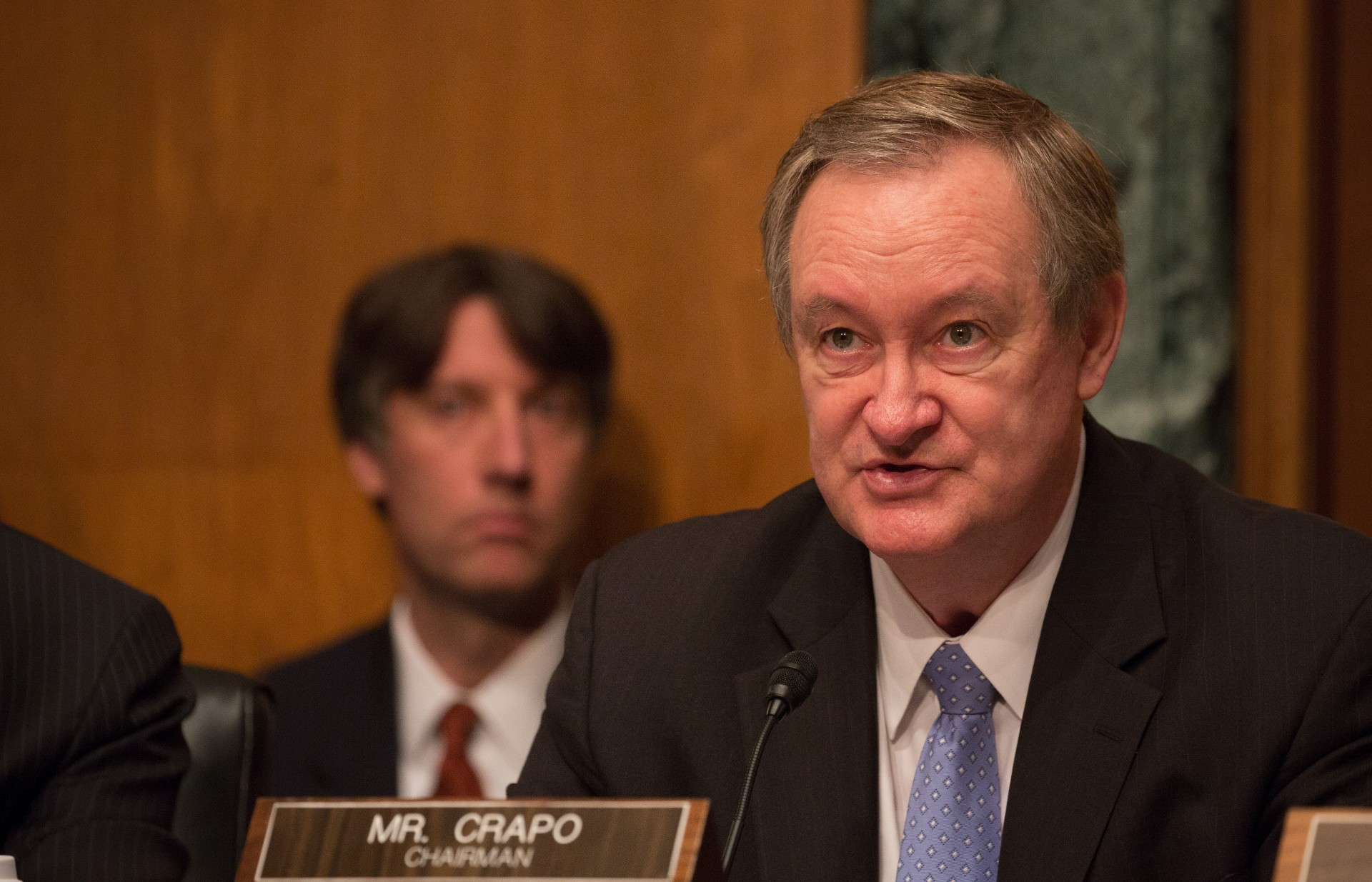 Senate Banking Chairman Blocks Election-Meddling Bill