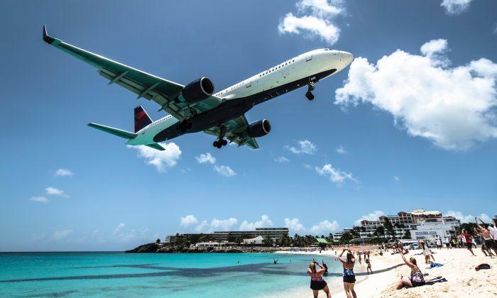 Delta airplane coming in for landing (Photo-Ramon-Kagie-unsplash