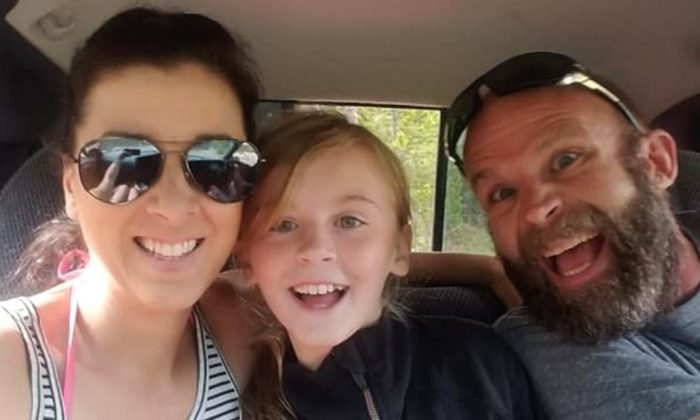 Nine-year-old Shaylyn Bergeson (C), together with her mother, Jesi Bergeson (L) and father, Kurt Bergeson. (MEDICAL EXPENSES FOR SHAYLYN BERGESON via GoFundMe)