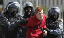 Moscow Police Detain More Than 800 at Protest, Monitor Says