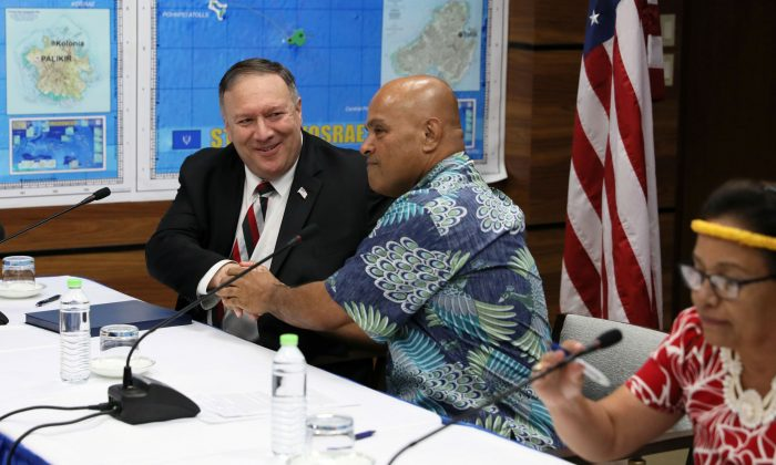 U.S. Secretary of State Mike Pompeo, Federated States of Micronesia President David Panuelo and Marshall Islands President Hilda Heine hold a news conference after their meetings in Kolonia, Federated States of Micronesia Aug. 5, 2019. (Reuters/Jonathan Ernst)