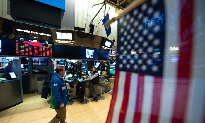 Traders work on the floor at the closing bell of the Dow Industrial Average at the New York Stock Exchange in New York, U.S. on June 25, 2018. (Bryan R. Smith/AFP/Getty Images)